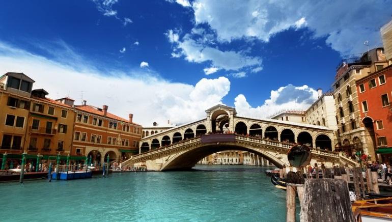 Un'estate solida per i ricavi in Italia, ma c'è una nuova sfida all'orizzonte